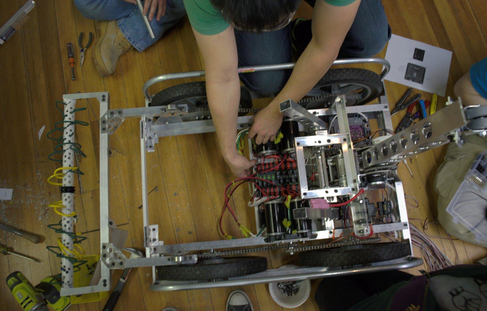 2016 HYPER Robotics Stronghold Built Seasons Edit 224.JPG