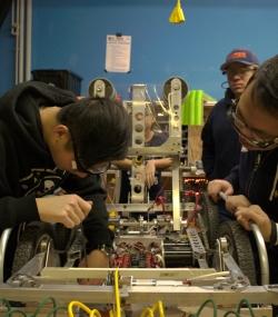 2016 HYPER Robotics Stronghold Built Seasons Edit 278.JPG