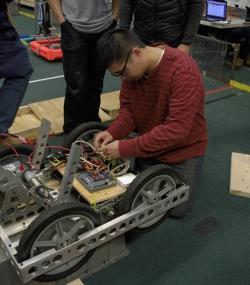2016 HYPER Robotics Stronghold Built Seasons Raw 393.jpg