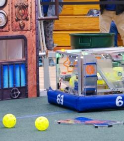069.2017 Rhode Island District First Robotics Competition